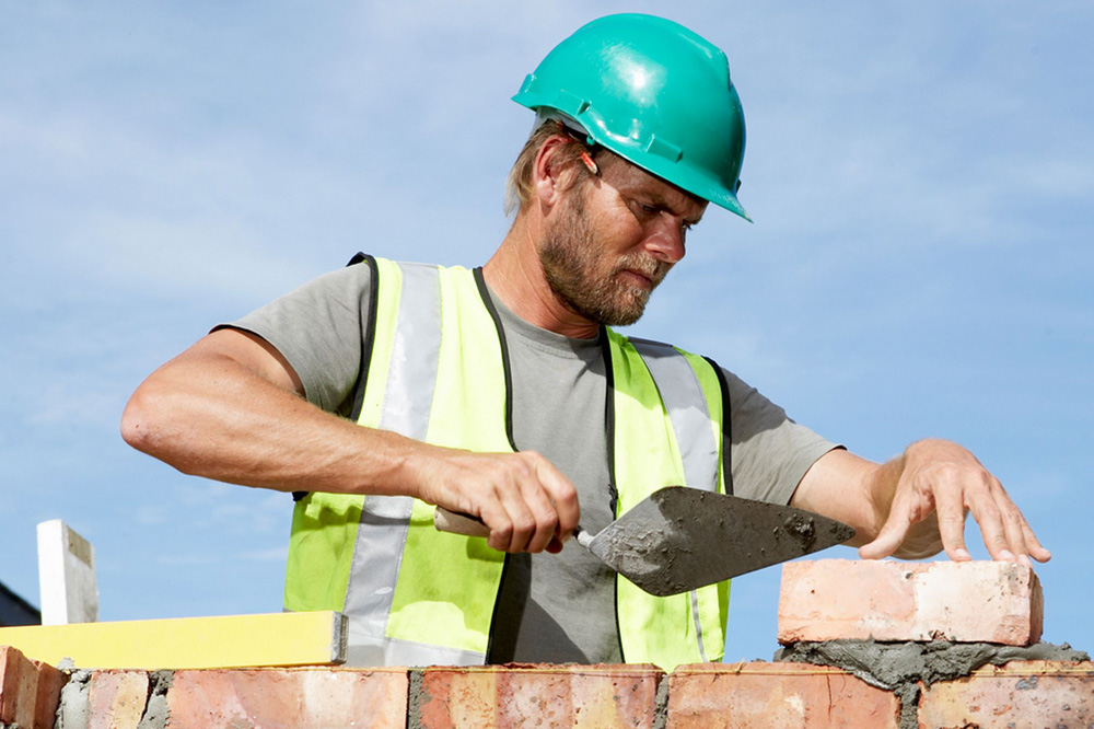 Builder-laying-bricks
